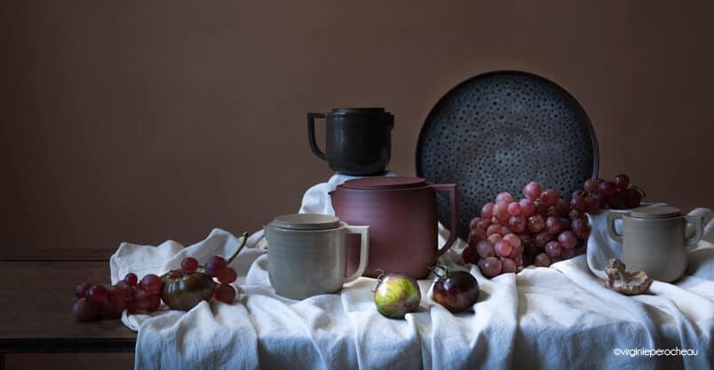 Nature morte de vaisselle artisanale en céramique