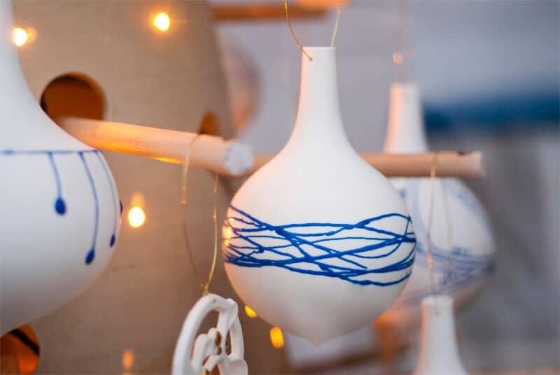Boule de Noël en porcelaine