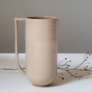 Pichet beige en céramique