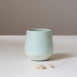 Tasse verte en porcelaine
