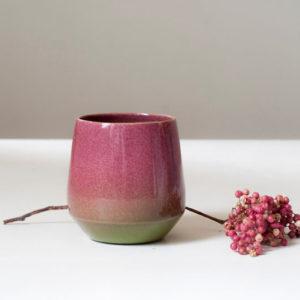 Tasse rose en porcelaine