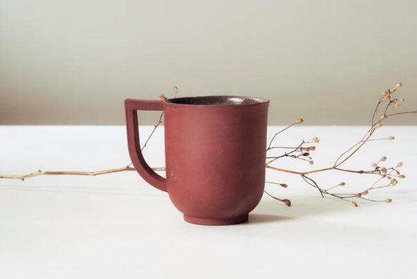 Tasse rouge en céramique
