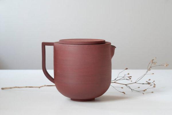 Théière familiale rouge en céramique