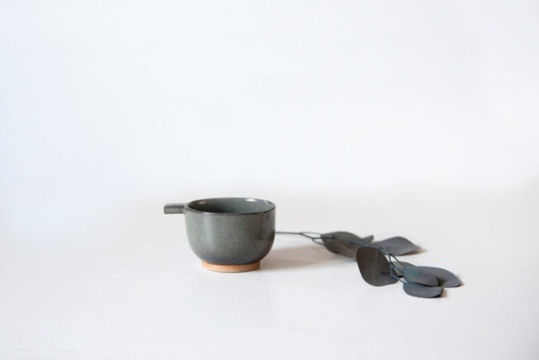Tasse expresso artisanale grise en céramique