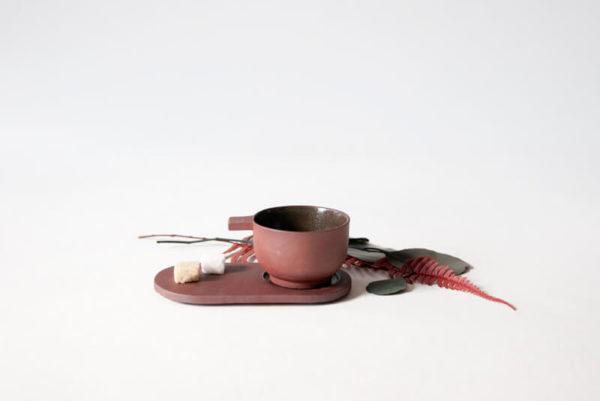 Ensemble tasse à expresso et soucoupe en céramique rouge